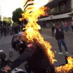 VUELVE A PATRULLAR EL POLICÍA QUEMADO EN MANIFESTACIONES